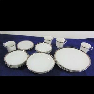 Dinnerware 20 PC Fine China set